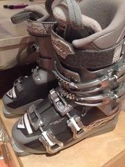 Продам лыжные,  женские ботинки. Прокатились на Чимбулаке всего 1 раз!